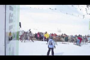 Chelis playing at Pirineos Sur Winter Festival
